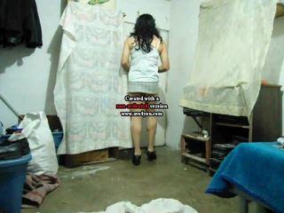 Amatorskie crossdresser w mini spódniczka pieprzenie travolteadito