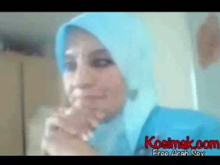 Arab hijab coura na webkamera představení ji kozičky a pus