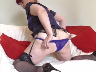 Sexy oma met groot saggy tieten en groot bips: gratis porno bb
