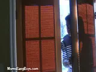 Two buhok na kulay kape lesbos doing their thing sa a bathtub