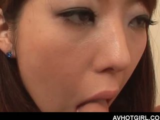 Erotický ázijské školské bábika giving fajčenie a getting boo