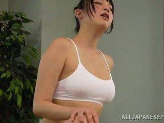 عسل reiko kobayaka was إلى sexcited إلى petting