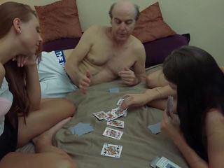 醜 爺爺 vs 美麗 年輕 女孩 在 性交.