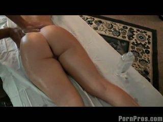 Rondborstig blondine slet massage