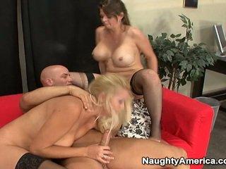 Oustanding tittie blondine milfs hebben erotisch 3 sommige nearby sons mate