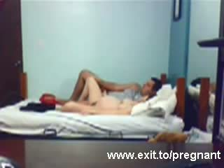 Spying grávida jovem grávida louise a montar dela bf vídeo