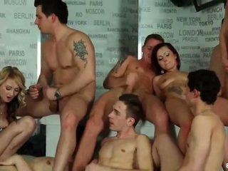Biseksuaalne orgia cumshots