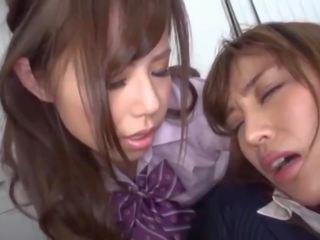 Japānieši skolniece dominates un humiliates viņai skolotāja