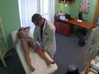 مذهل pole dancer مارس الجنس بواسطة الطبيب في fake