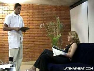 Λατινικά μωρό adriana παρουσίαση μακριά από αυτήν γάλα cans