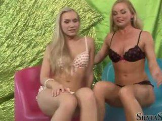 Sylvia saint dhe nxehtë playgirl taking larg e tyre undies