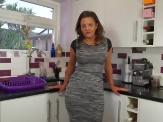 Mature Modern Mother Bating on Her Kitchen: Free HD Porn 94