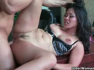 Asiática mqmf jessica bangkok takes cumload en boca