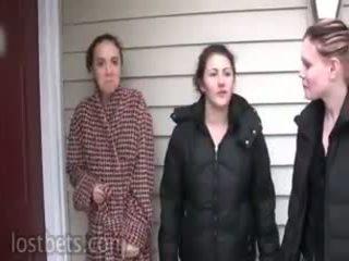 Elizabeth, julie un lily spēlēt noģērbšana augsts card