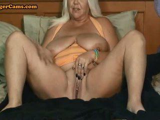 Oma met groot tieten en een phat bips