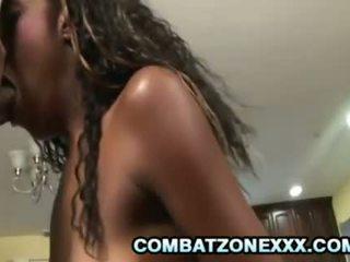 Tiener ebony babe royce rae gets haar poesje geboord