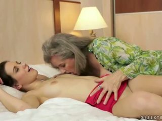 pissing, granny, lesbisk