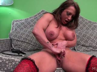 Brandimae pumps henne stor muscle kllitoris