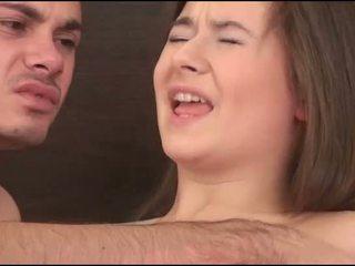 Virgin meisje sucks een lul