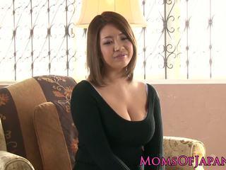 Vyzreté japonské mama toyed a throatfucked