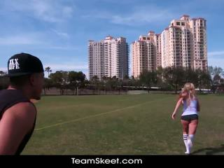 Therealworkout vies blondine addison avery gemaakt liefde na football opleiding