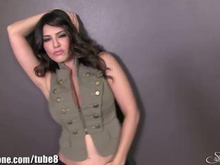 Sunnyleone sunny leone in haar leger outfit! nieuw solo!