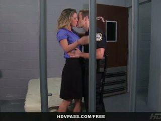 Hdv passer: kayla paige baisée en la prison cellule