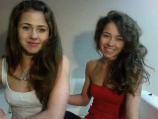 Erotisch tonen pools teenagers tweelingen (dziewczynka17 van showup)