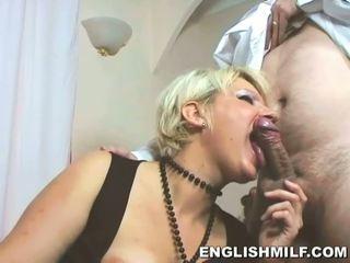 Ihana blondi milf sucks hänen lovers iso boner
