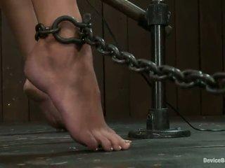 Constrained daad bijna masturberen en marteling voor mooi allie haze