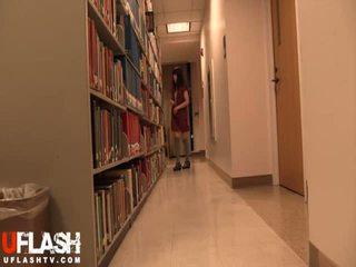 Bogel dalam awam perpustakaan sekolah warga asia amatur remaja webcam