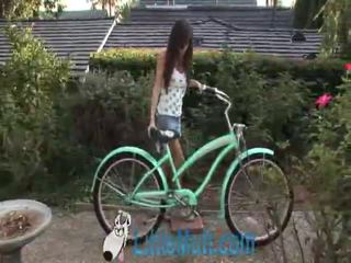April oneil screws the bike! lisätty 02 18 2010