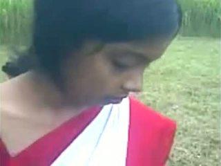 Mladý indické dievča boos satie na the von doo