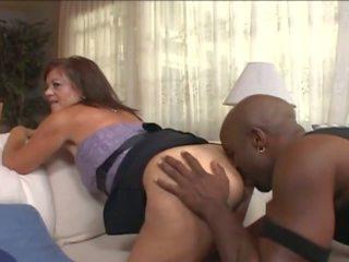 Eldre kone i wheelchair forfør unge svart guy: porno e7