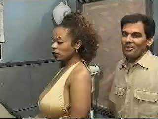 섹스하고 싶은 중년 여성, 포도 수확