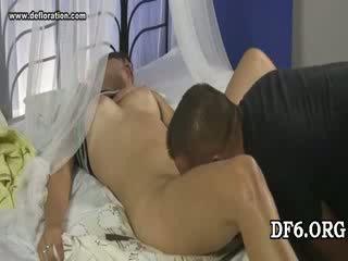 Virgin tries të saj 1st dong