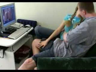 女孩 下一個 門 gets spreads 開放 上 家 視頻 視頻