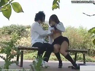 Frekk skolejente utendørs sex filmed