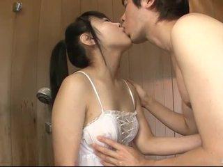 Japonesa miúda uses dela língua