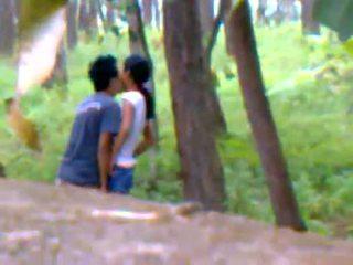 Desi barátnő szabadban baszás -val boyfriend