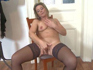 Amateur Mature Mom Needs a Good Fuck, HD Porn cc