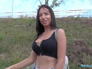 Publisks agent seksuālā tūrists gets multiple orgasms uz automašīna