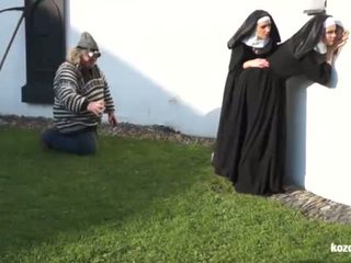 Catholic nuns un the monstrs! trakas monstrs un vaginas!