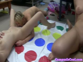 Studente amateurs loving sexparty in slaapzaal