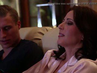 Jenna j ross gets geneukt door haar vriendin in thuis coming, scène #02