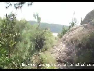 Joven amateur salvaje joder mientras mountain hiking