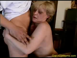 Old mommy gets cum