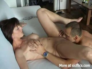 Heet brunette fisted naar een wild orgasme