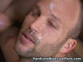 Muskuļotas bisexuals jāšanās karstās meitenes!