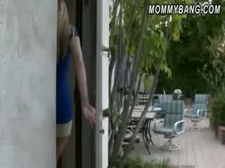 Maciço tetas hooters mãe karen fisher fodido por miúda casal